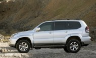 Toyota Land Cruiser - bok fot. Newspress