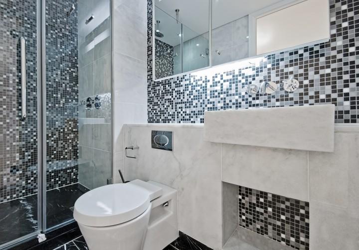 łazienka W Kolorze Bieli I Czerni Wykończenie Wnętrz