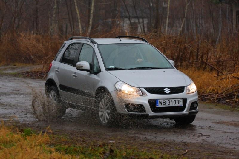 Suzuki SX4 może mieć napęd na przednie lub wszystkie koła. Fot. Moto.wieszjak.pl